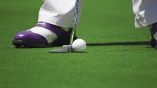 Golfball und Golfer in Seefeld